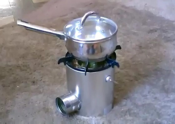 Rocket_Stove_With_Cans_11